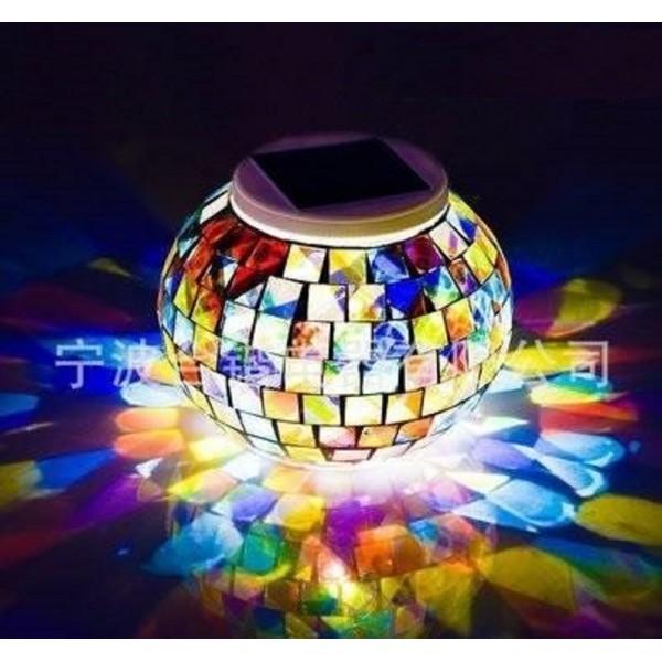 Разноцветный светильник-шар на солнечных батареях в Краснодаре